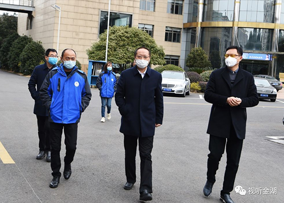【Headline】 Jinhu: Zhang Zhiyong inspects the production status of JWC Group mask machine manufacturing